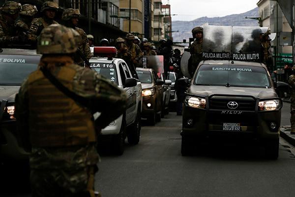 """外交部发玻利维亚旅行警告,今年别去""""天空之镜""""打卡了"""