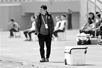 人和新帅是球队老熟人 曾任俱乐部领队+助理教练职位