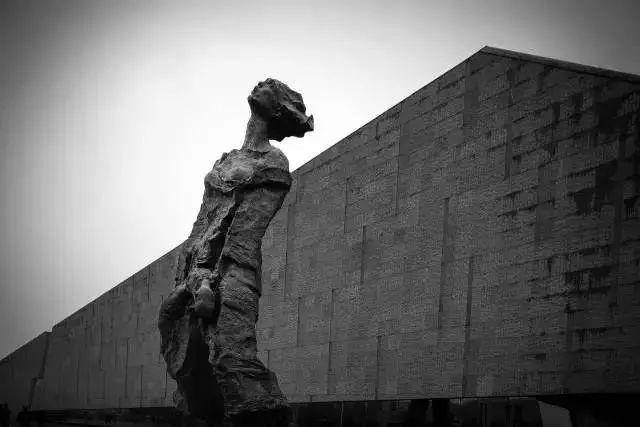 """今天,他们在此播种""""和平之花""""_纪念碑"""