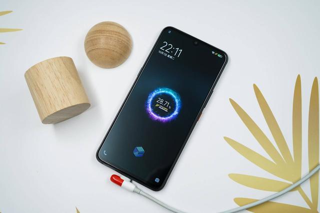 水泡、脚踢、火烤、拖拽!经历测试,iQOO Pro 5G版最后如何