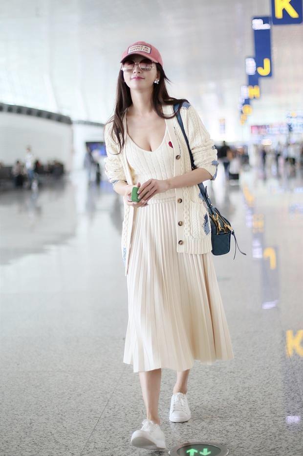 林志玲现身机场大秀事业线,腰腹圆润引关注,网友:怀孕了?