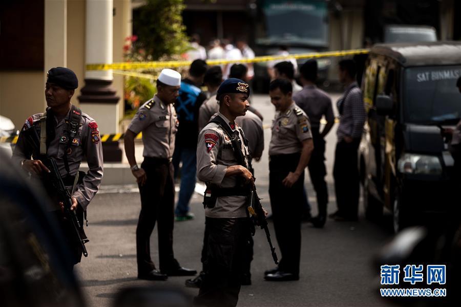 印尼北苏门答腊省一警察局遭自杀式袭击_爆炸