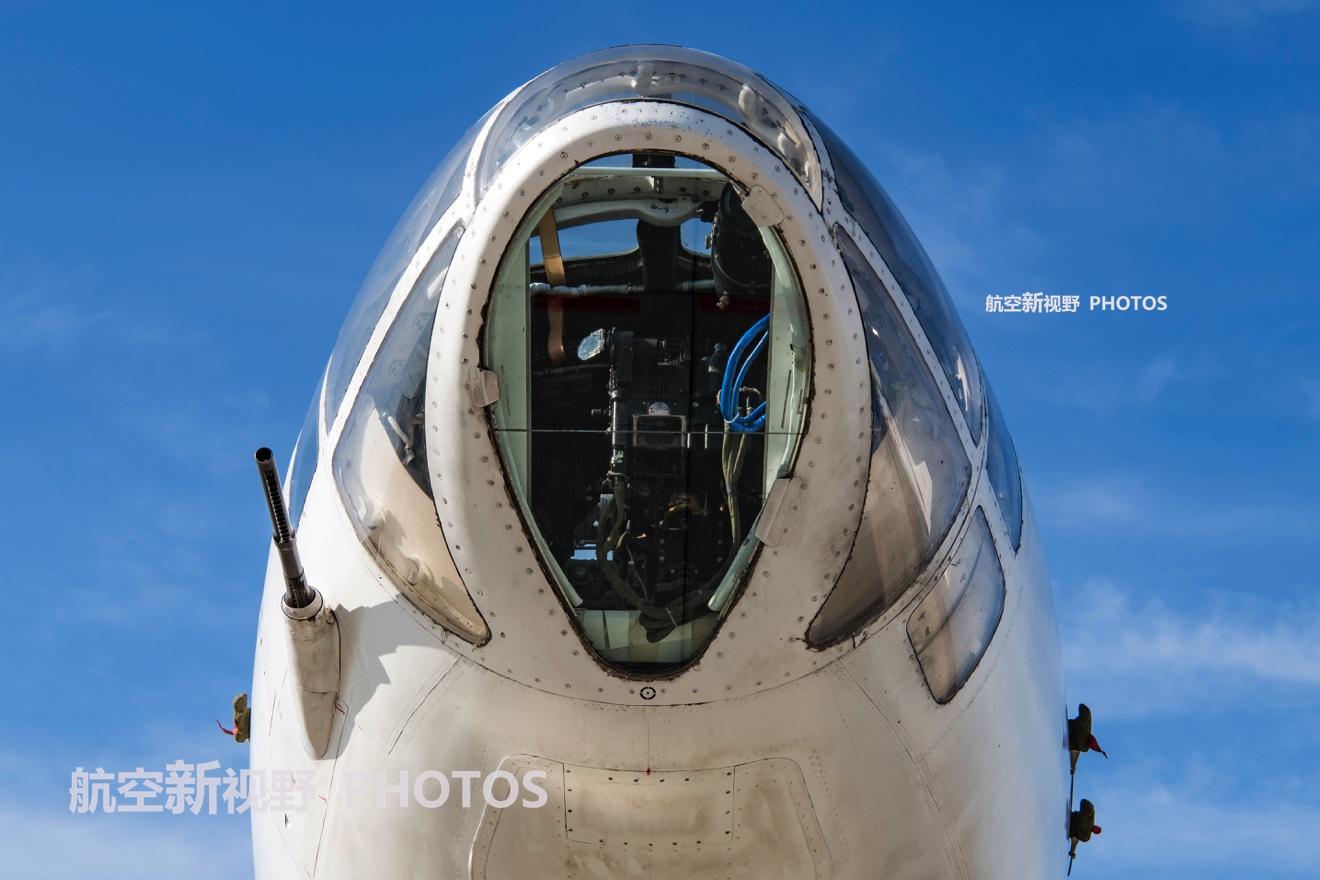 传奇轰炸机已服役50年,国产战机中的常青树,7门大炮360度无死角
