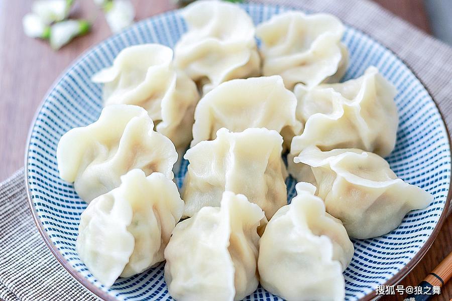 冬天用这菜包饺子,软嫩鲜香比白菜营养,老人孩子都爱吃,别错过