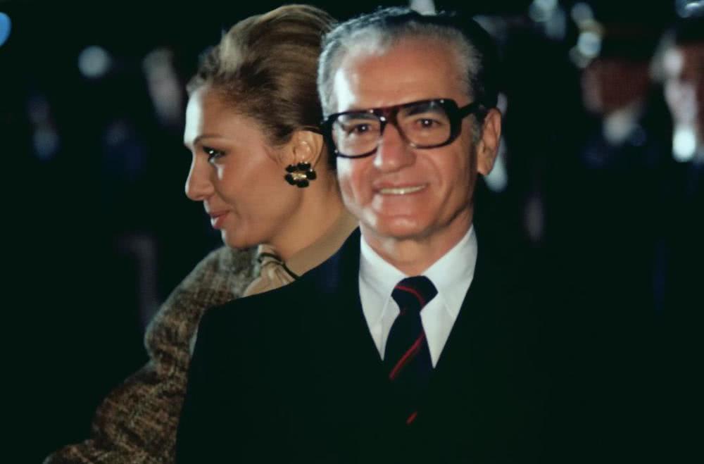1970年,伊朗国王巴列维迎接罗马教皇,西化政策进入高潮阶段