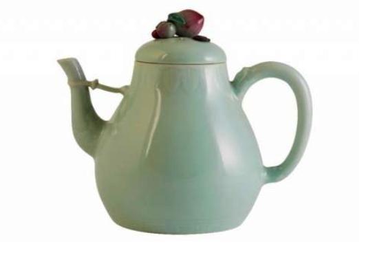 英国现乾隆时期茶壶 拍出104万英镑天价_售价