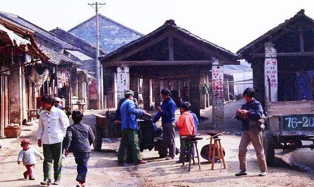 80年代农村老照片,图1在 撩妹 , 图7很怀旧,图8至今难忘图片