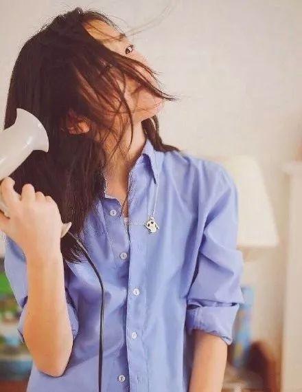 兔唇女孩李嫣的逆袭路:扎麻花辫模仿妈妈,气质胜过年轻时的王菲