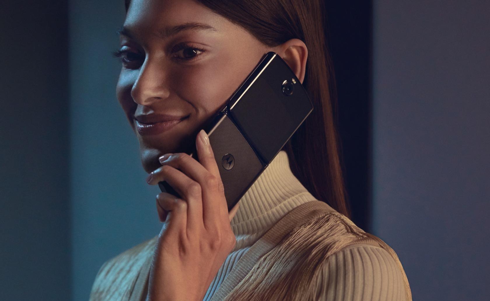 摩托罗拉Razr宣告重生 – 一台折叠屏Android手机的照片 - 6