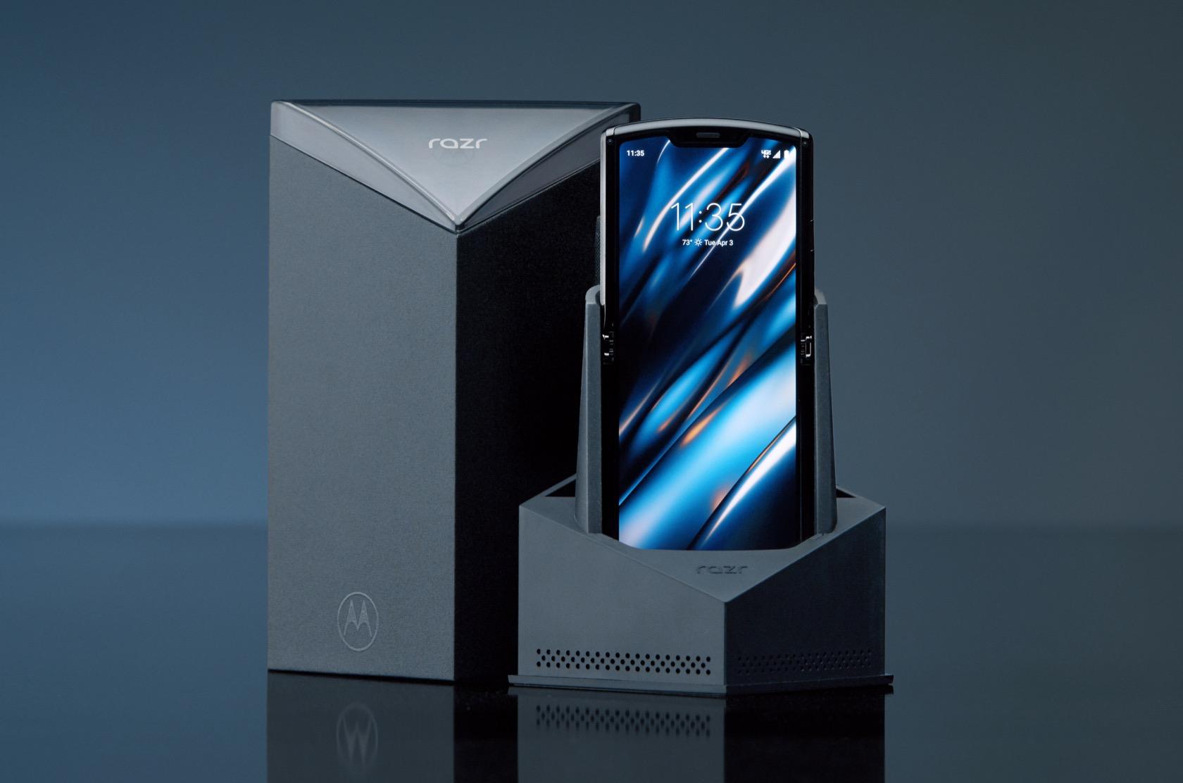 摩托罗拉Razr宣告重生 – 一台折叠屏Android手机的照片 - 4
