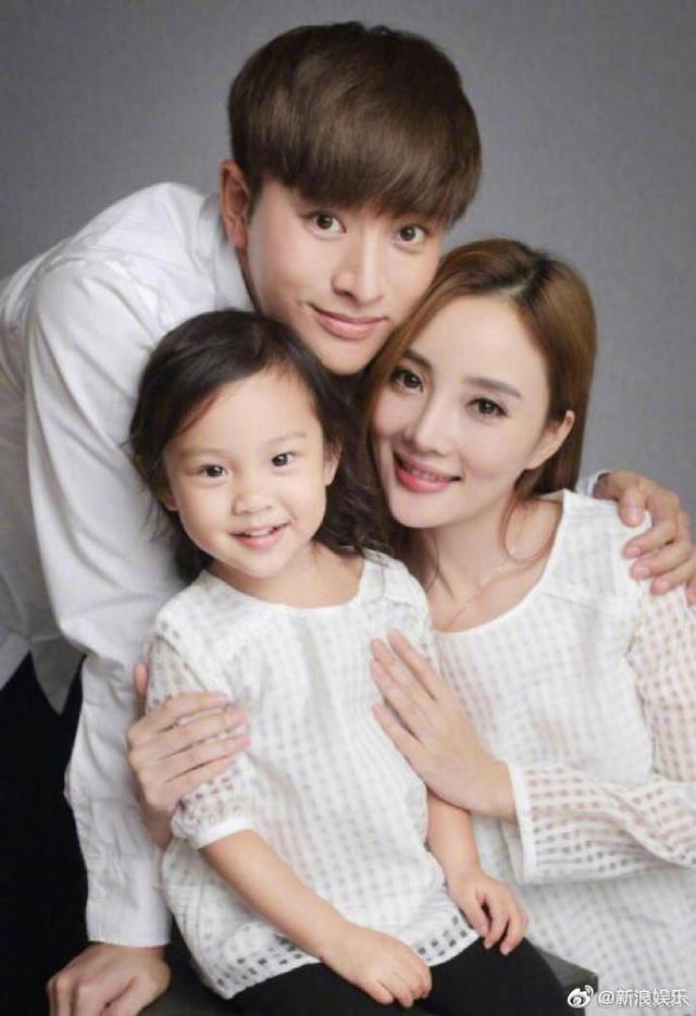 贾乃亮李小璐宣布离婚,共同抚养甜馨