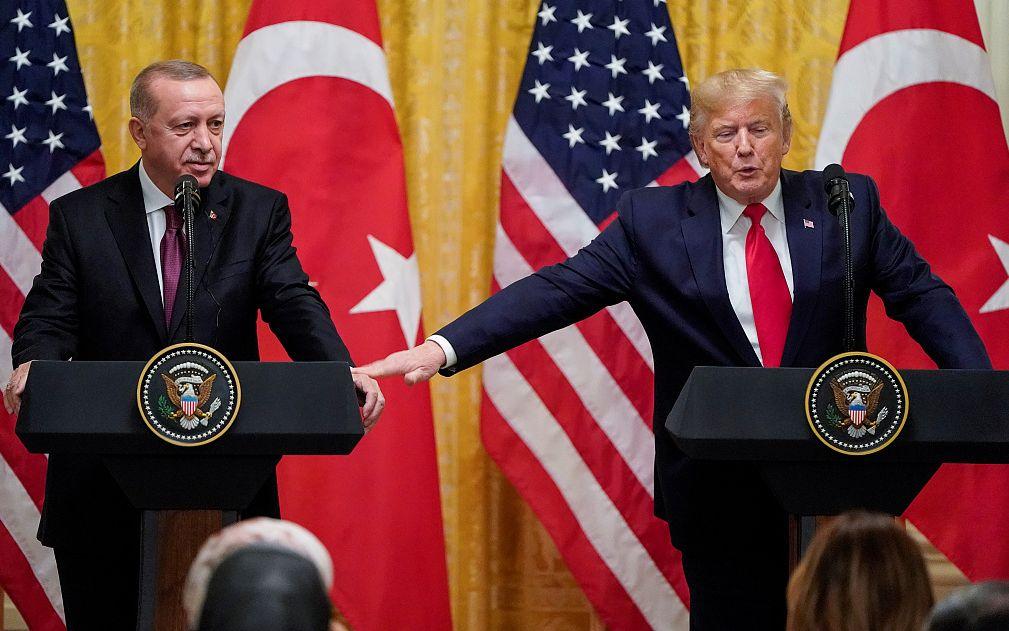"""总统弹劾首次公开听证,特朗普接待土耳其总统""""没空看"""""""