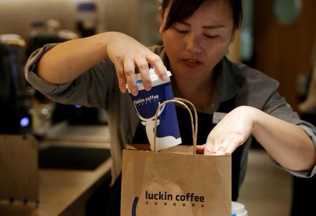 门店运营首盈利,瑞幸咖啡在中国真要干掉星巴克了?