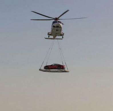 搞笑GIF趣图:在迪拜,他们是这样运输爱车,涨姿势了_段子