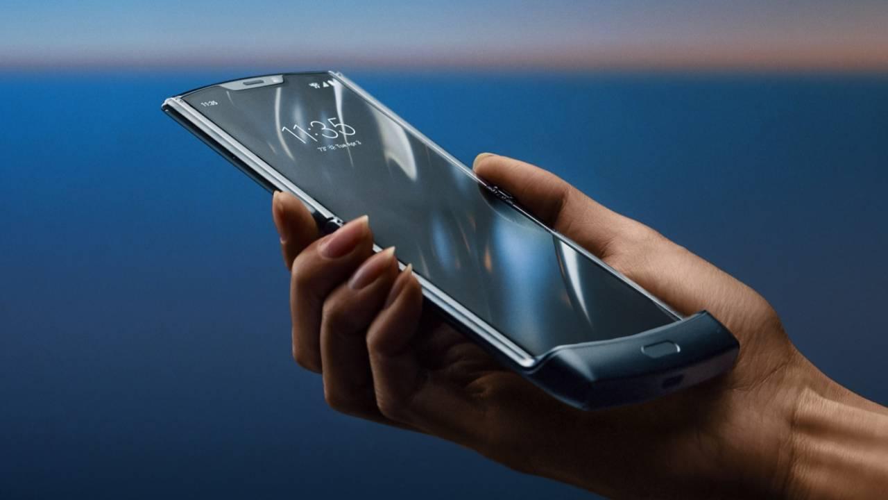 摩托罗拉Razr宣告重生 – 一台折叠屏Android手机的照片 - 2