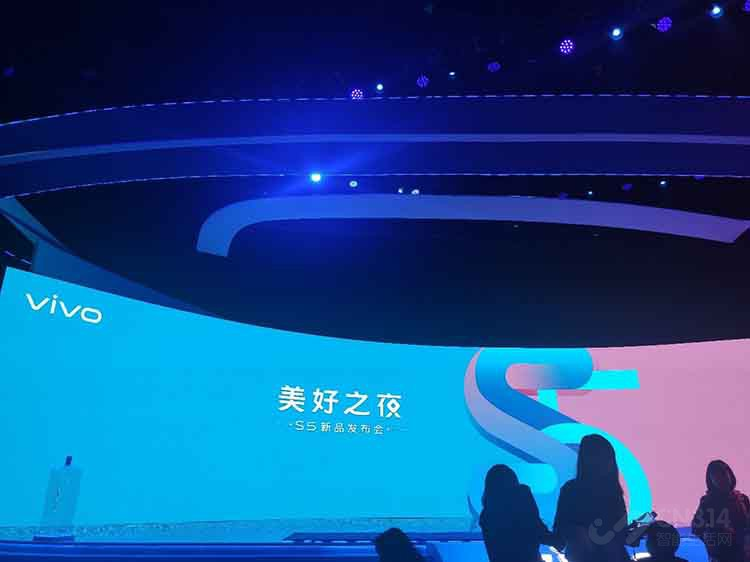 五重超质感美颜 蔡徐坤倾情代言vivo S5掀起自拍风潮