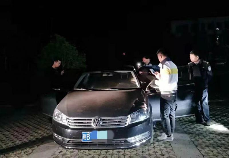 男子因口角杀害女友后驾车逃跑湖北两地警方连夜抓获嫌疑人