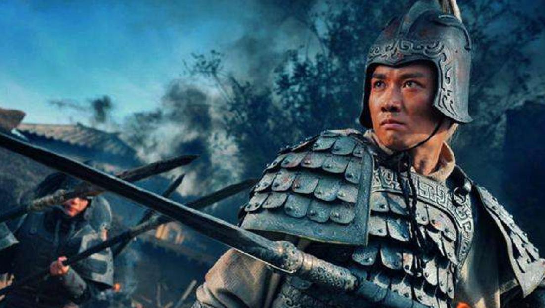 三国演义中,刘备亲赐五虎大将军的称号予关羽、张飞、赵云图片
