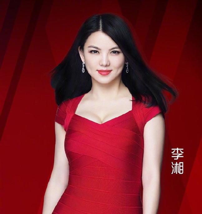 """""""中年翻车""""的李湘?直播说错话被群嘲,女主持与网红只一线之隔"""