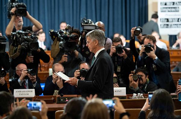 特朗普弹劾调查首开公开听证会,美驻乌临时代办作关键证词