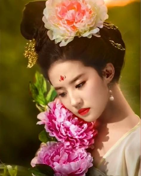 原创女星头戴花大PK:刘亦菲美艳,杨幂老气,看到赵丽颖网友:俗气了