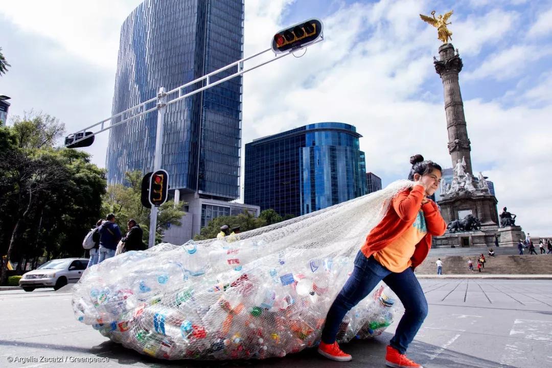 可回收?可降解?可持续?这些看起来很美好的塑料解决方案,真的靠谱吗?
