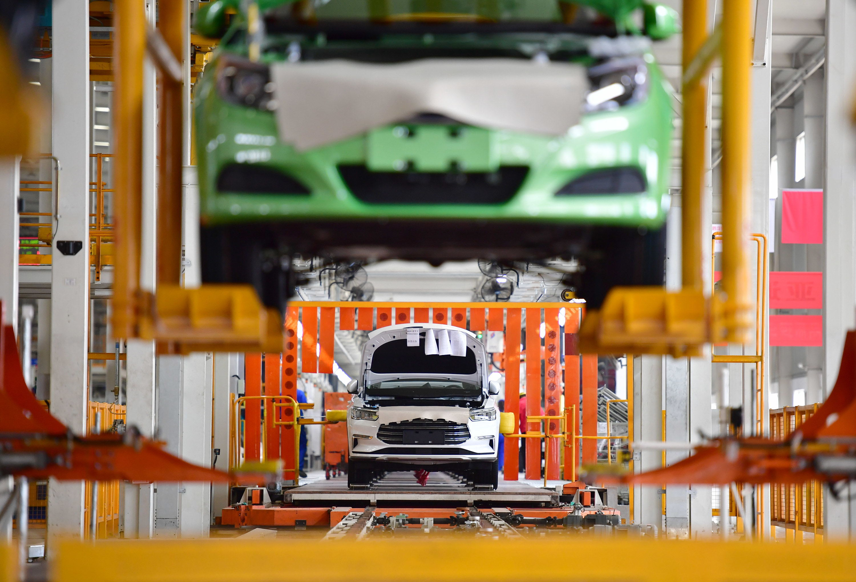 汽车类下滑拖累10月消费增速 通信、体娱等升级类消费仍呈两位数增长_同比