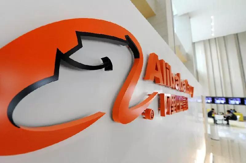 阿里巴巴再返港交所上市,脸书推出支付服务 | 财经日评
