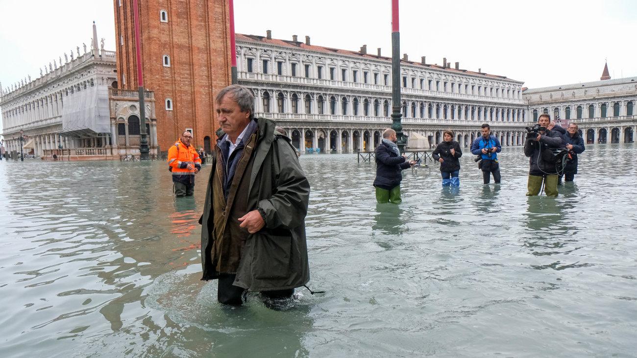 威尼斯宣布进入紧急状态:50多年罕见大潮,淹没85%街道
