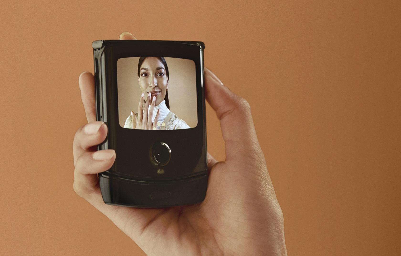 摩托罗拉Razr宣告重生 – 一台折叠屏Android手机的照片 - 7