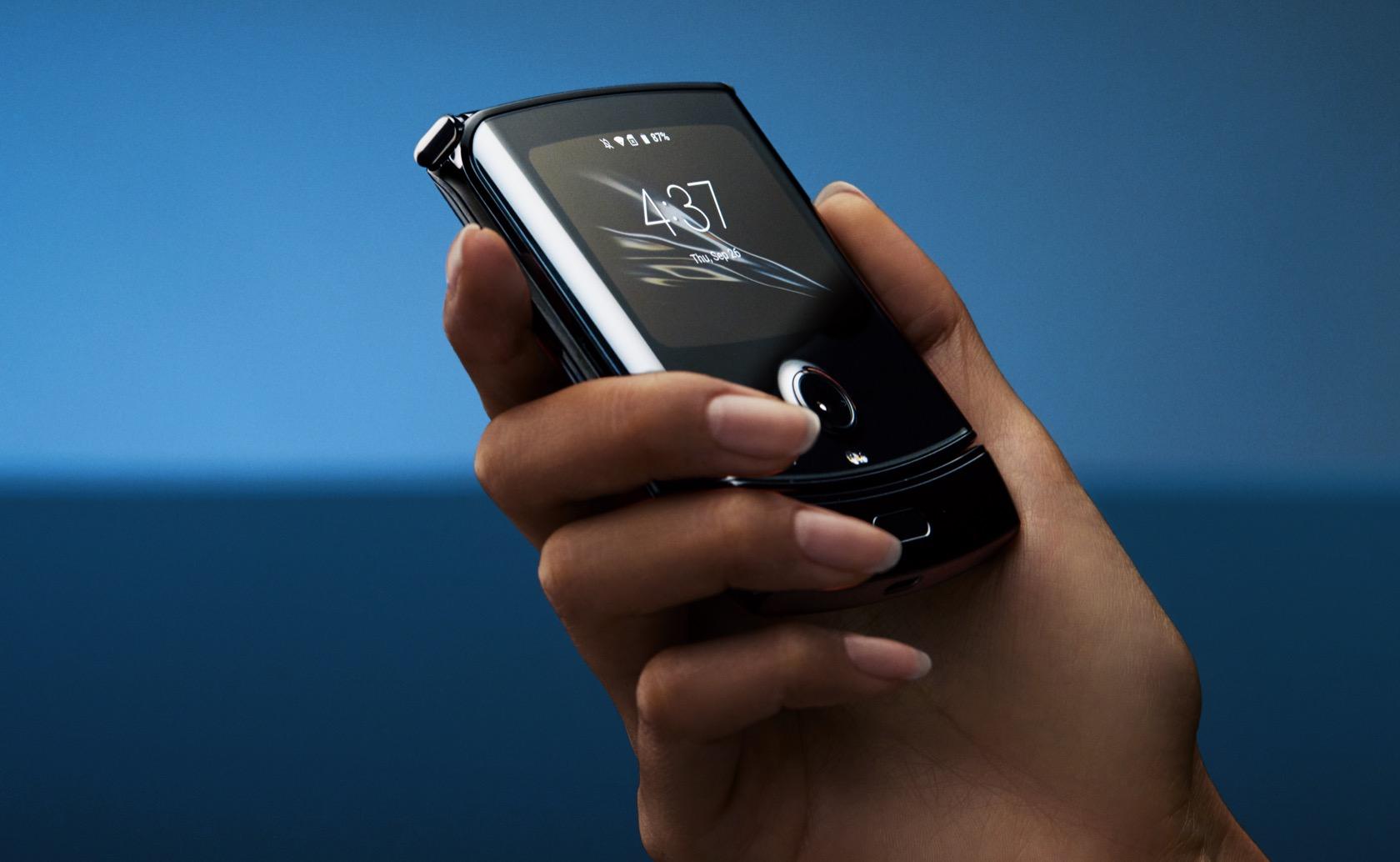 摩托罗拉Razr宣告重生 – 一台折叠屏Android手机的照片 - 3