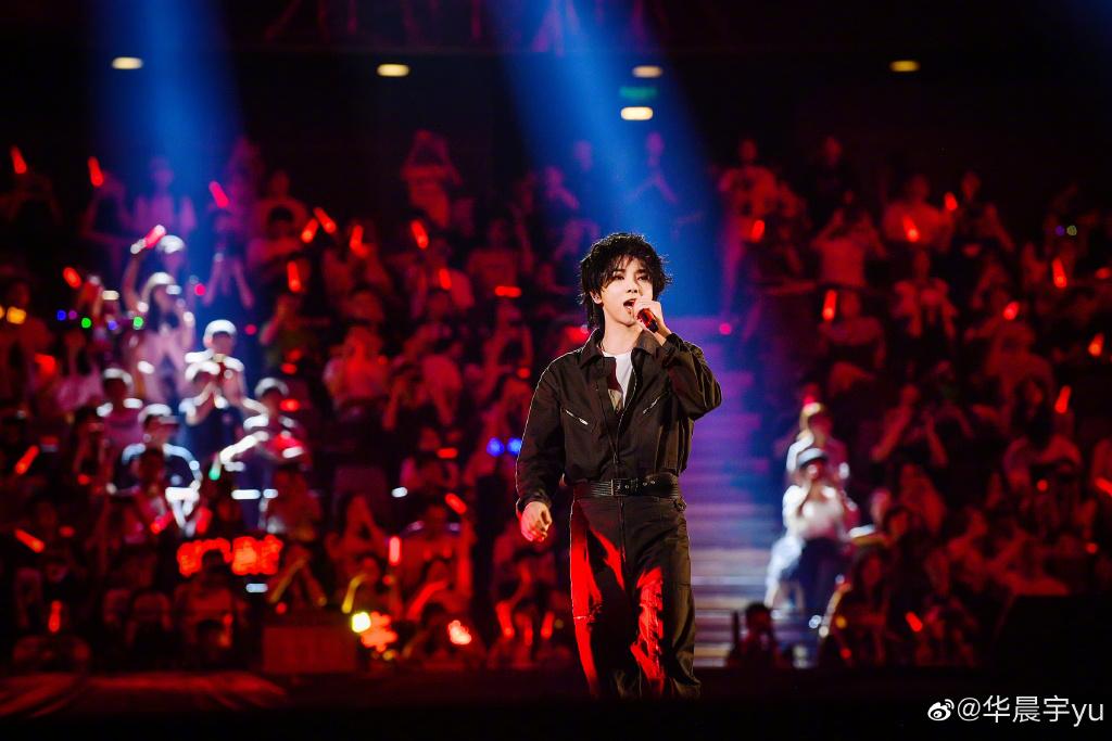 华晨宇抢不到自己演唱会的票,订酒店也失败了!全被粉丝订满了