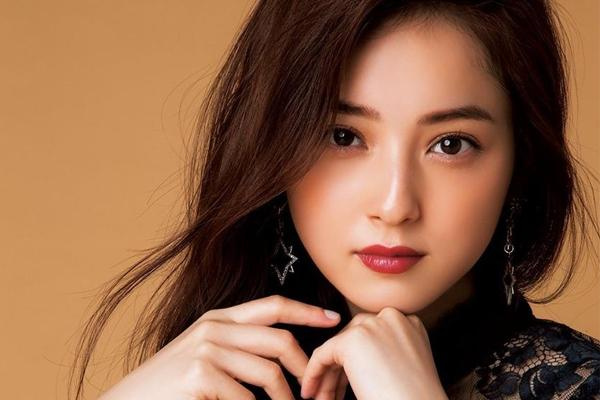 2019年内地女星排行榜_2019福布斯女星榜 27岁的周冬雨是国内第一,杨超越