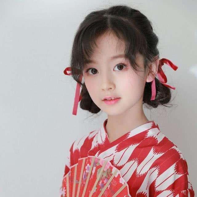 """娱乐圈最火5位小公主,裴佳欣被王思聪关注,最后一位新疆""""洋娃娃""""_刘楚恬"""