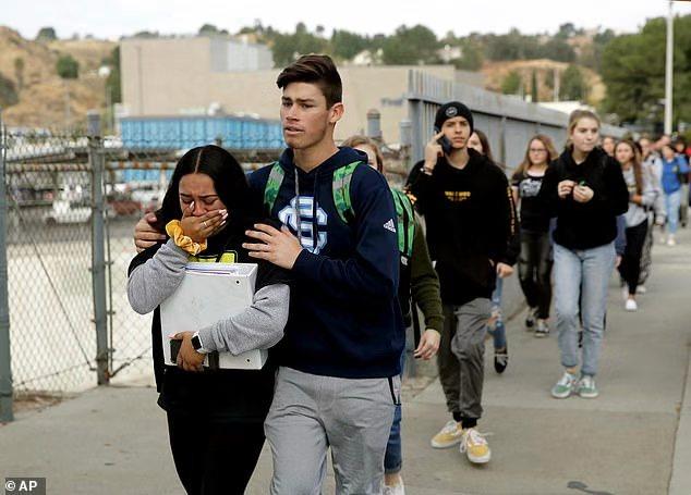 加州16岁亚裔男生生日当天校园枪击同学,致三死两伤后开枪自杀