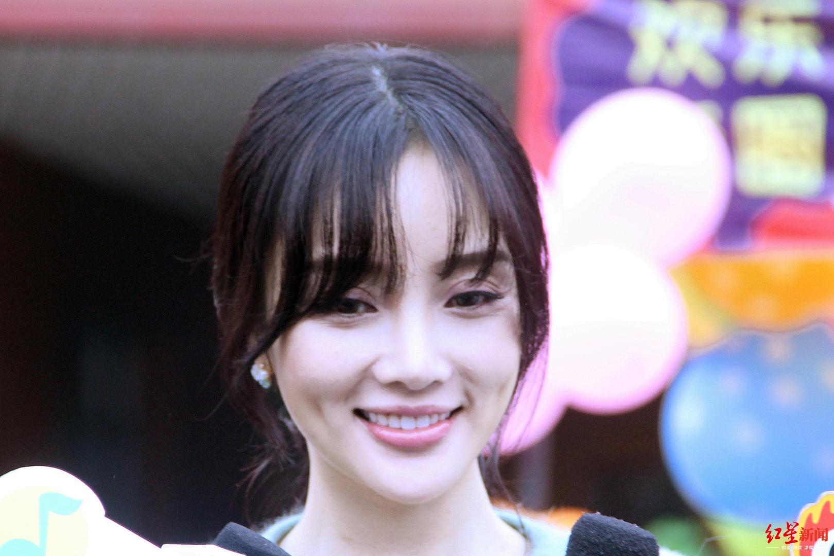 李小璐发文称被曝光前疑似接到威胁电话卓伟:不是我