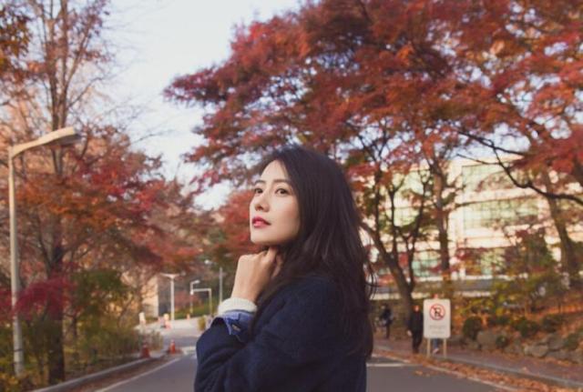街拍女神高圆圆,比起她的冻龄美貌,我更想学习下她的秋冬穿搭!_大衣