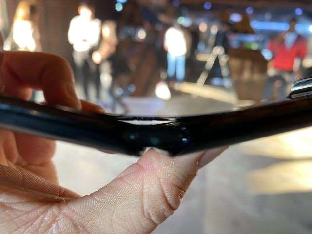 摩托罗拉的RAZR又回到了全屏幕折叠式智能手机的地位