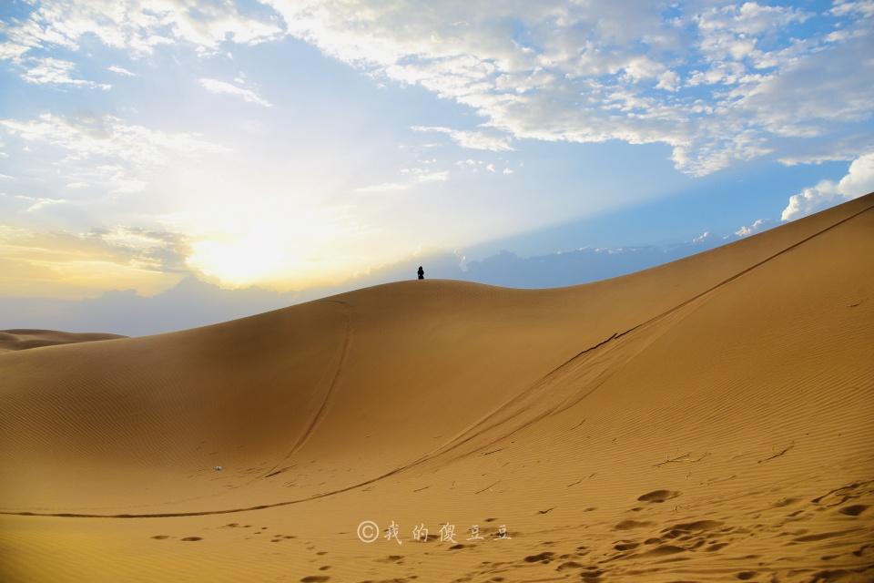 原创             西北自驾游途径宁夏中卫 腾格里沙漠腹地感受自然的神奇