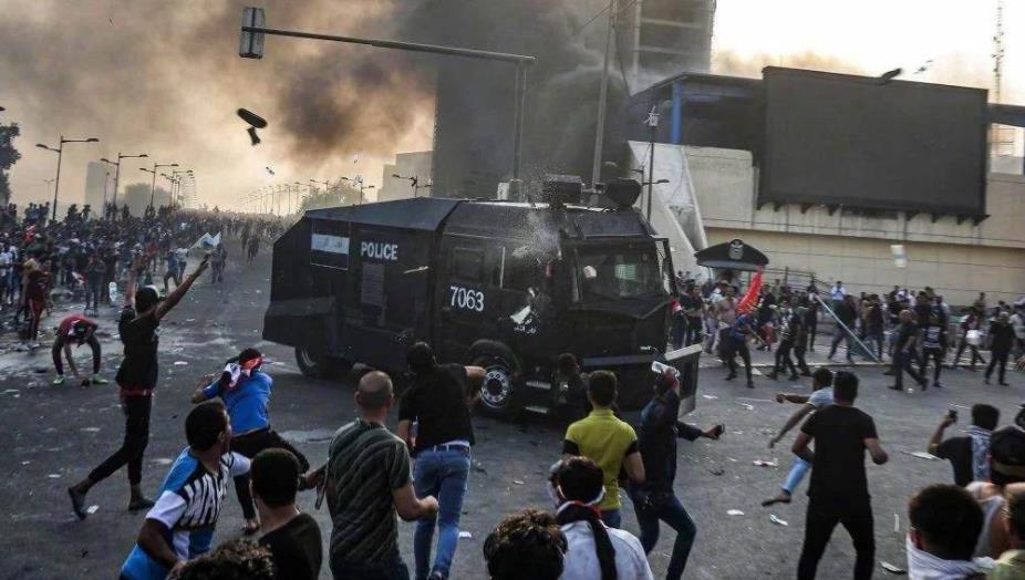 示威活动愈演愈烈,数所学校被迫停课,警察实弹射击_冲突