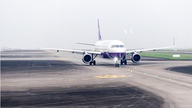 航空业现增长瓶颈,低成本模式成香饽饽_服务