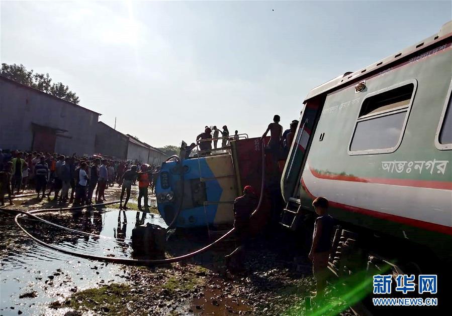 孟加拉國一列火車脫軌