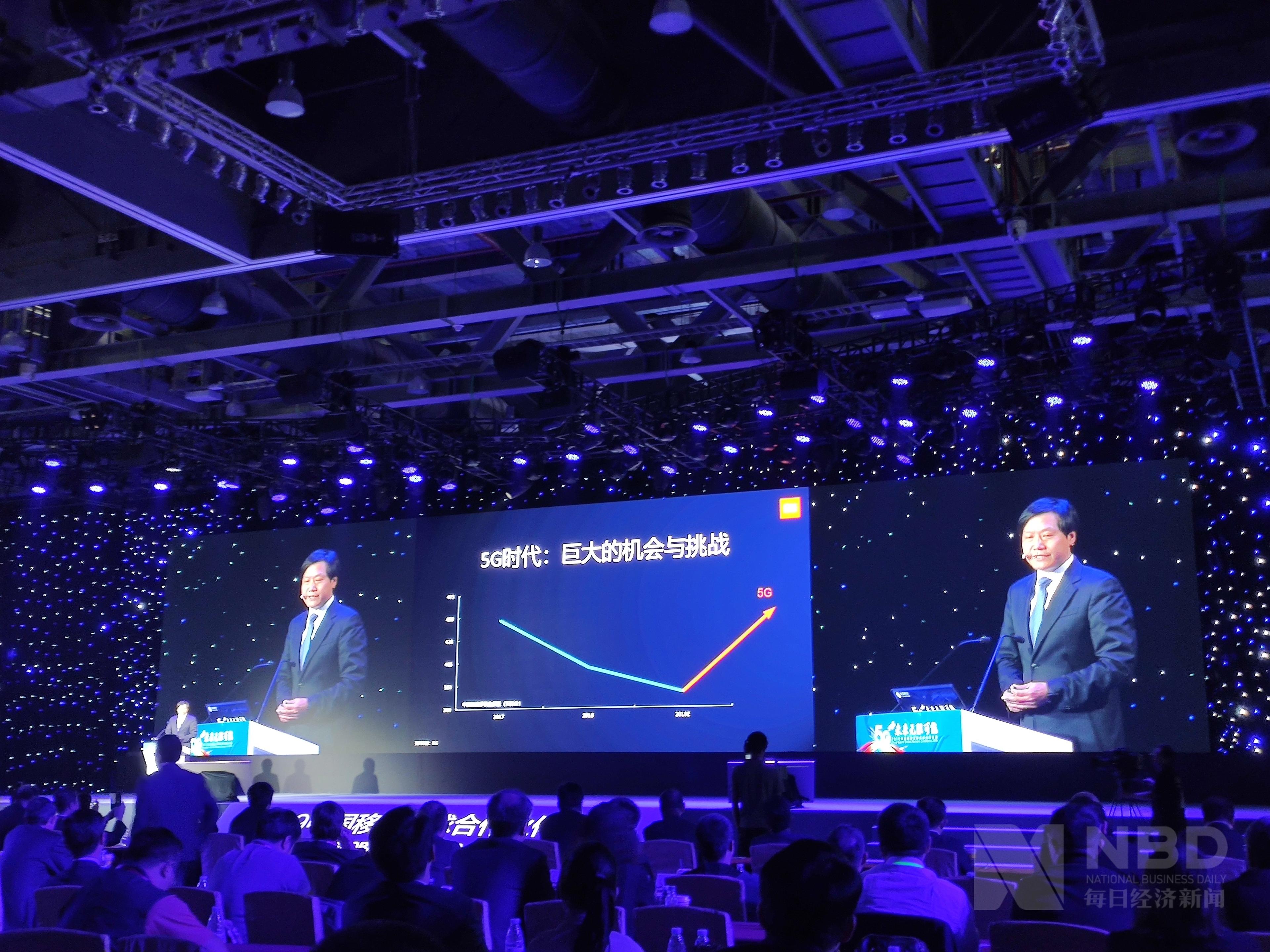 """小米科技创始人雷军:未来5年小米将是""""手机+AIoT""""双引擎战略_演讲"""