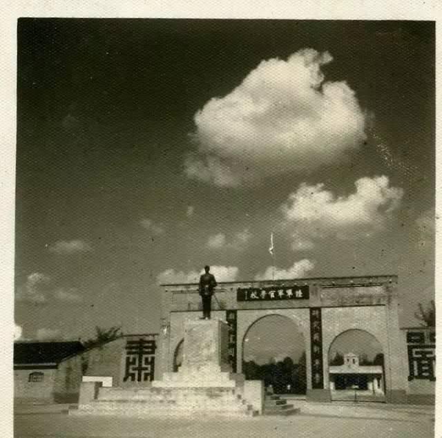 黄埔3期国军将领遇上黄埔2期解放军将领,结局出人意料非常悲惨
