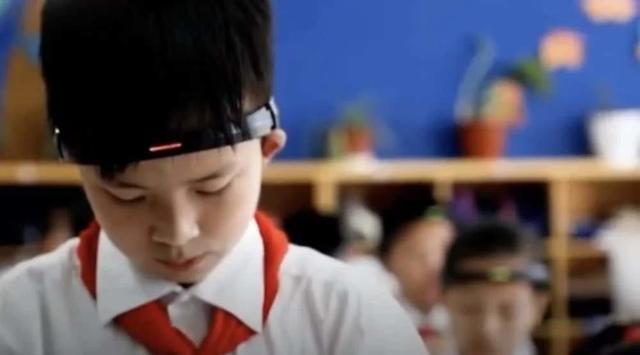 """原创金华某小学学生佩戴""""监控头环"""",只为提高专注力,真的有效么?"""