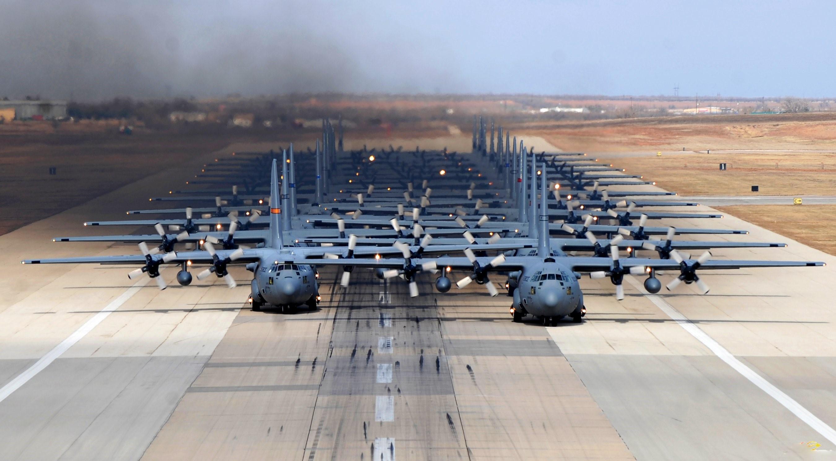 東部沿海上空,美特種兵從飛機上意外墜落,演習變成搜救實戰_訓練