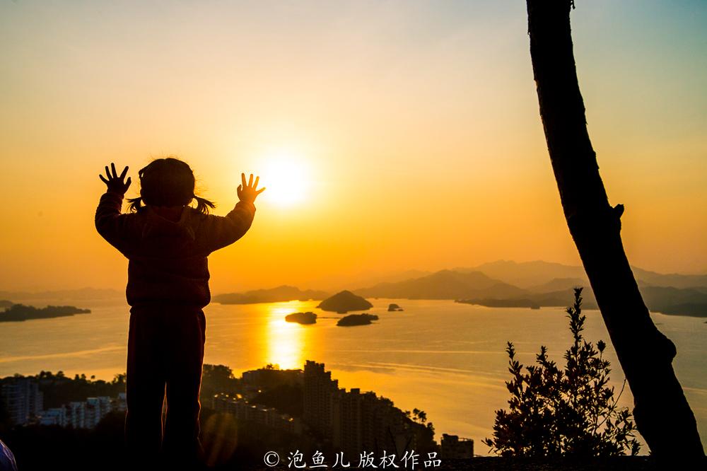 地球上最干净的湖泊,水舀起来就能喝,比3000个杭州西湖还要大