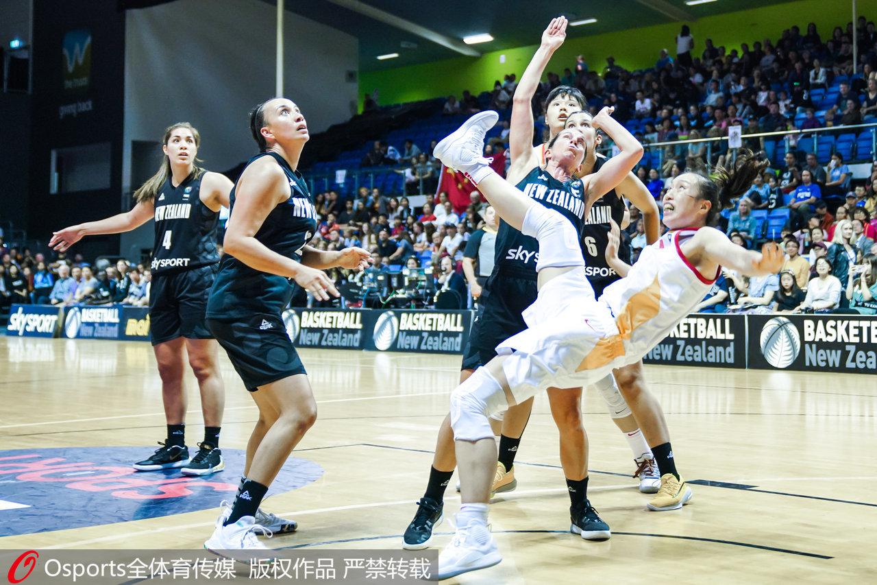 [澎湃新聞]中國女籃贏下生死戰!94-71大勝新西蘭,姚明現場