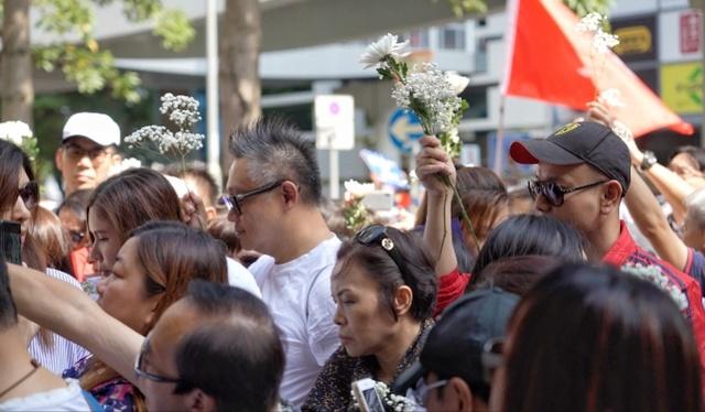 70岁阿伯疑被用砖头袭击致死,香港市民要求严惩暴徒彰显公义
