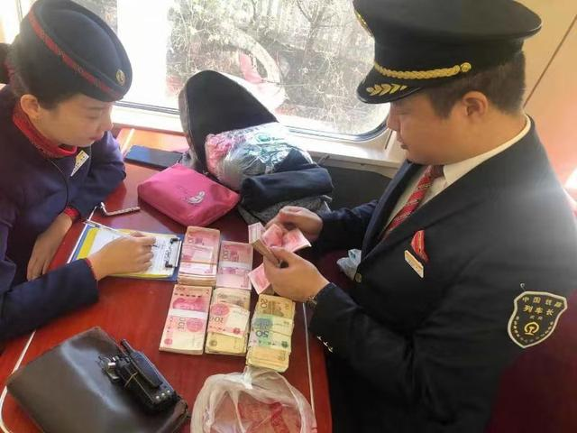 乘动车不慎遗失大额救命钱,武铁乘务人员帮助及时找回
